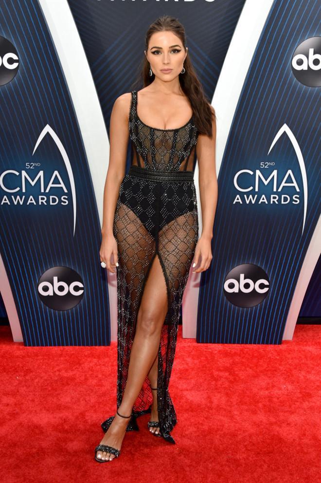 Cựu Hoa hậu Hoàn vũ Olivia Culpo diện váy xuyên thấu trên thảm đỏ-1