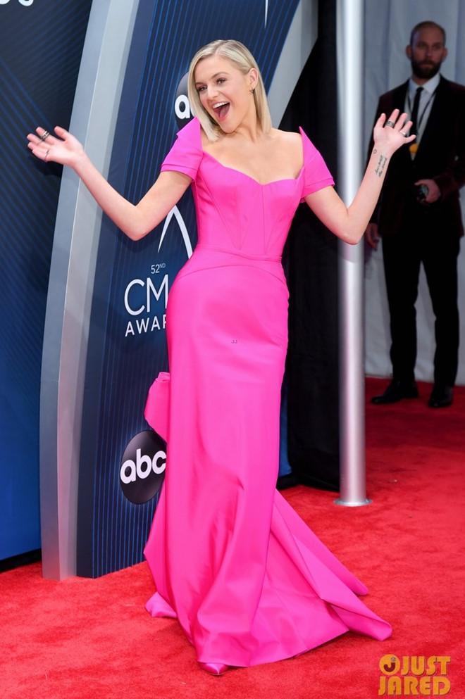 Cựu Hoa hậu Hoàn vũ Olivia Culpo diện váy xuyên thấu trên thảm đỏ-6