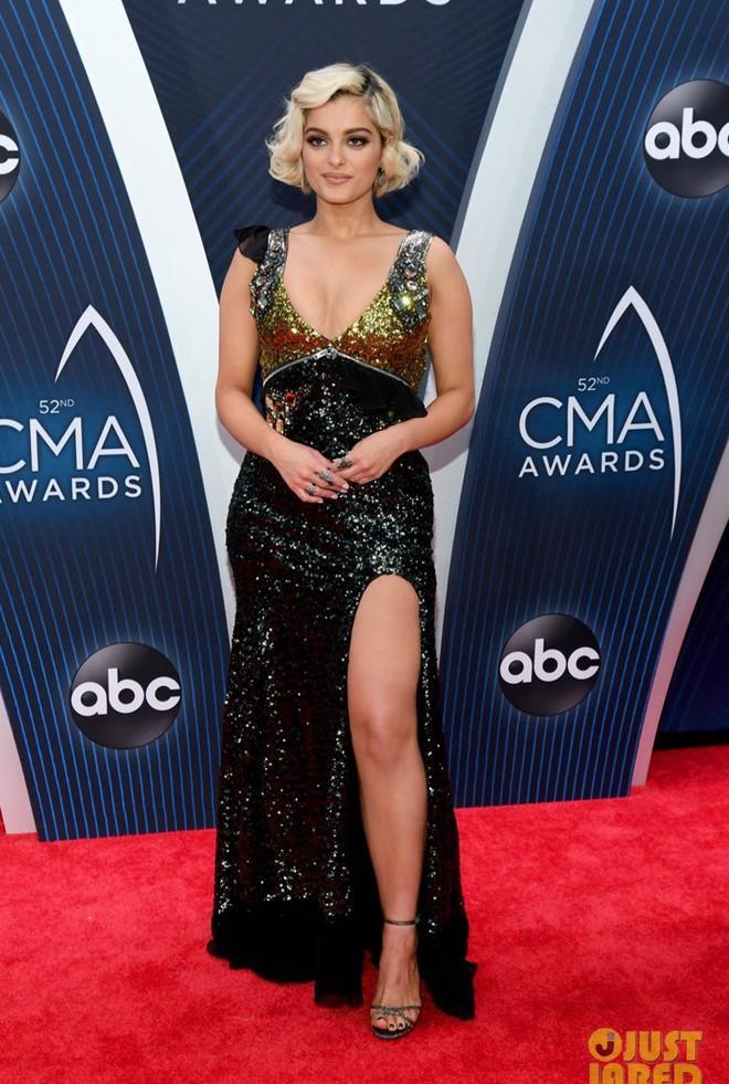 Cựu Hoa hậu Hoàn vũ Olivia Culpo diện váy xuyên thấu trên thảm đỏ-7