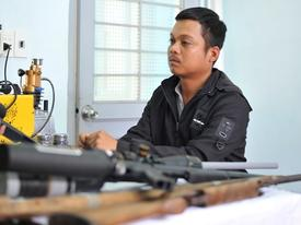Thợ cắt tóc bị bắt cùng 4 khẩu súng tự chế và hàng trăm viên đạn