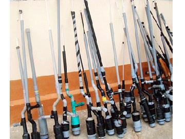 Thợ cắt tóc bị bắt cùng 4 khẩu súng tự chế và hàng trăm viên đạn-6