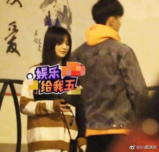 Nữ thần thanh xuân Trịnh Sảng bị bắt gặp phì phèo thuốc lá dù đang ngồi trước mặt bạn trai-1