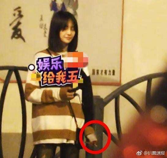Nữ thần thanh xuân Trịnh Sảng bị bắt gặp phì phèo thuốc lá dù đang ngồi trước mặt bạn trai-3