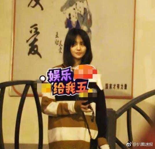 Nữ thần thanh xuân Trịnh Sảng bị bắt gặp phì phèo thuốc lá dù đang ngồi trước mặt bạn trai-4