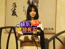 'Nữ thần thanh xuân' Trịnh Sảng bị bắt gặp phì phèo thuốc lá dù đang ngồi trước mặt bạn trai