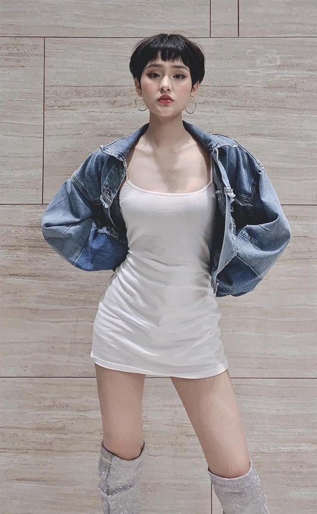 Chán mốt shipper, Sơn Tùng chuyến hướng style học sinh - Angela Phương Trinh hóa quý cô Retro sành điệu-6
