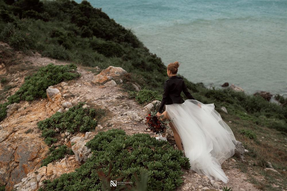 Thêm bộ ảnh cưới gây xôn xao khi cô dâu chịu chơi mặc bikini khoe trọn vòng 3 nóng bỏng-7