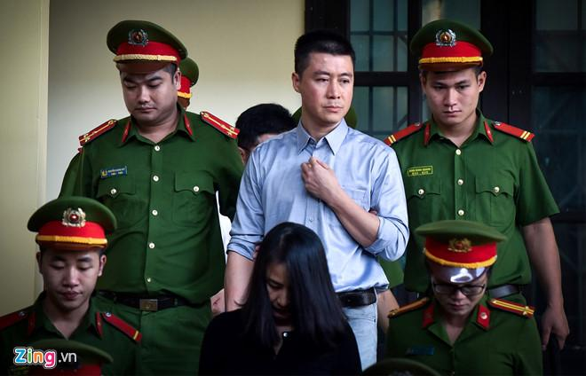 Chị của Phan Sào Nam khóc trước tòa, nói lời hối hận vì quá tin em-2