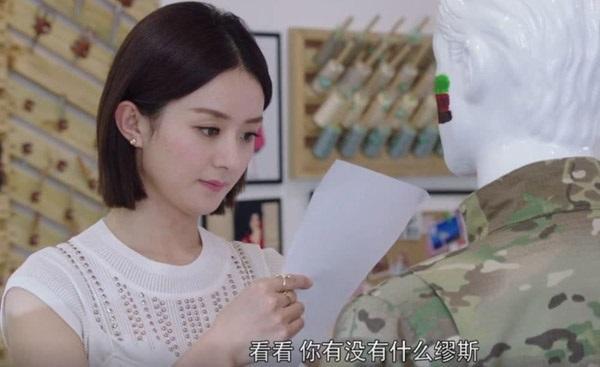 Triệu Lệ Dĩnh và Trịnh Sảng thành thảm họa vì đội tóc giả trong phim mới-1