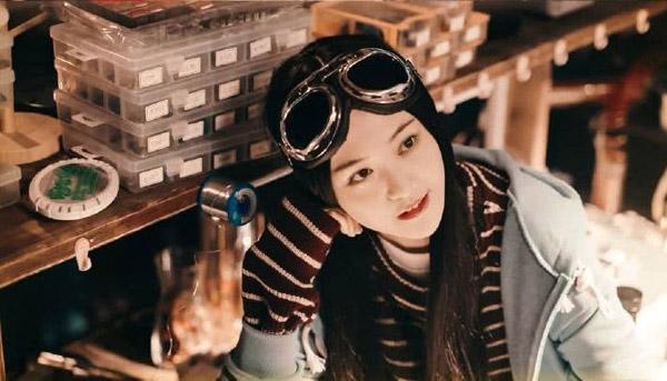 Triệu Lệ Dĩnh và Trịnh Sảng thành thảm họa vì đội tóc giả trong phim mới-5