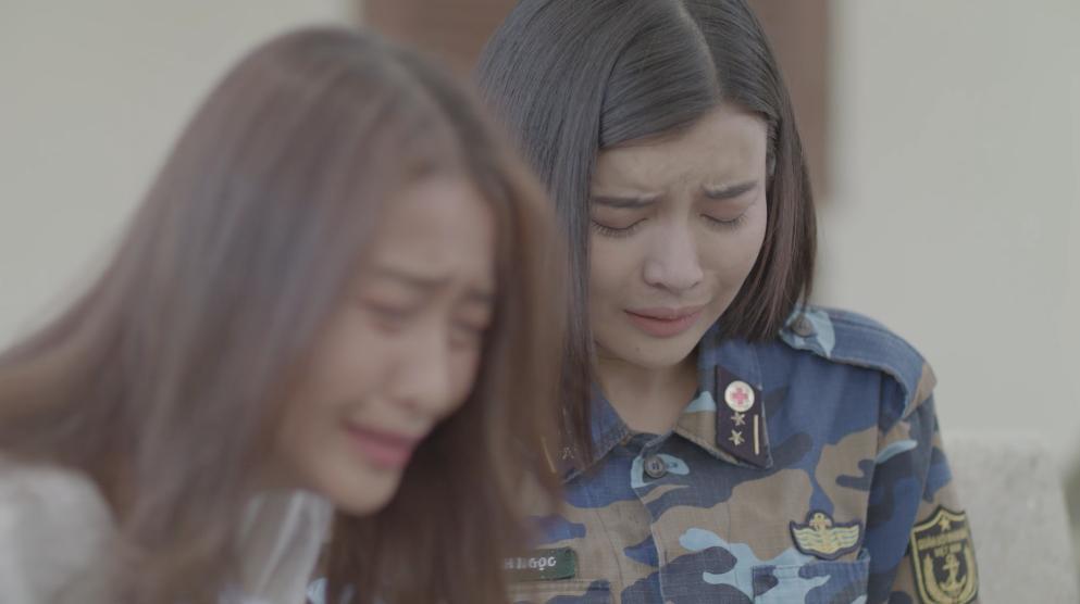 Khả Ngân và Cao Thái Hà khóc hết nước mắt khi nghe tin người yêu hi sinh-6
