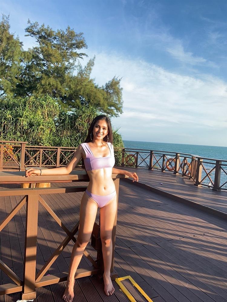 Trần Tiểu Vy diện bikini khoe đường cong bốc lửa không hề thua chị kém em tại Miss World 2018-2