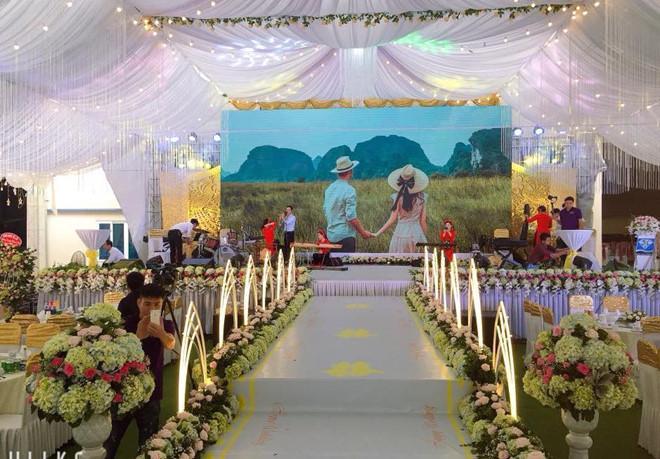 Xôn xao đám cưới khủng ở Cao Bằng: Trang trí 100% bằng hoa tươi, chỉ bắc rạp thôi đã ngốn 2,5 tỷ đồng-8