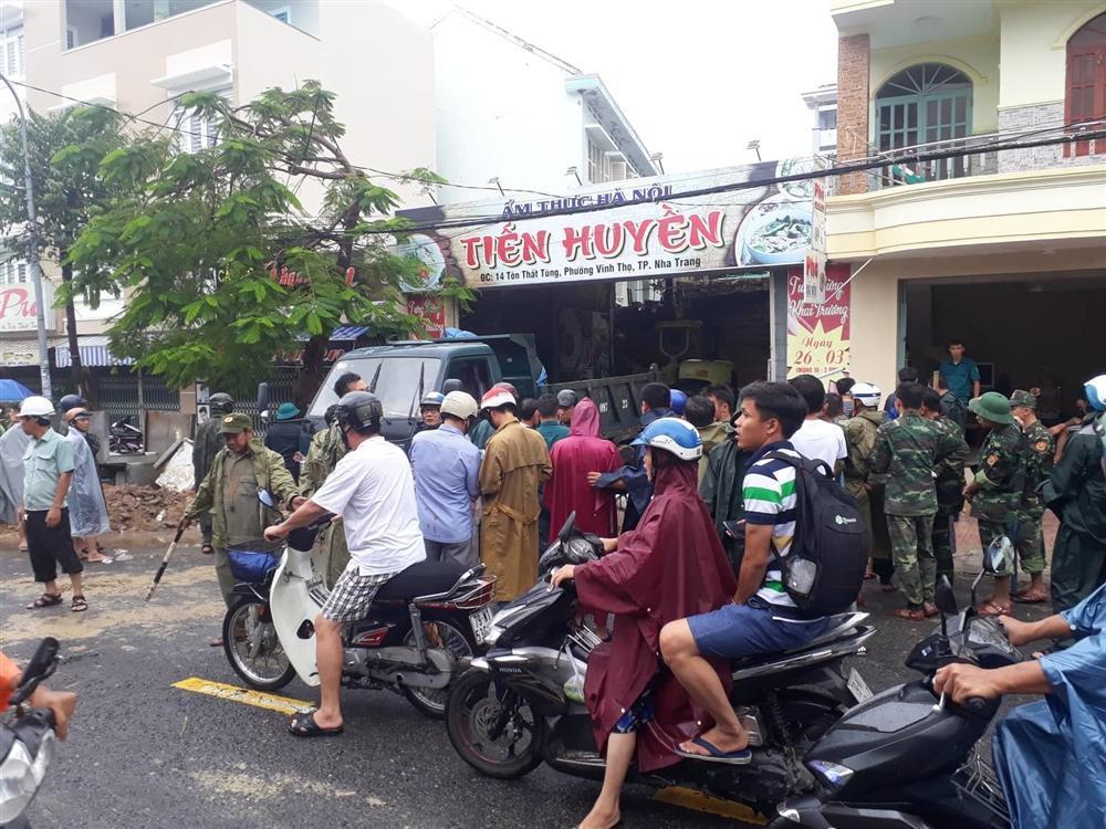 Nha Trang: Sạt lở, sập nhà 5 người chết, nhiều người bị thương-1
