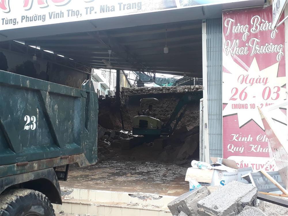 Nha Trang: Sạt lở, sập nhà 5 người chết, nhiều người bị thương-2