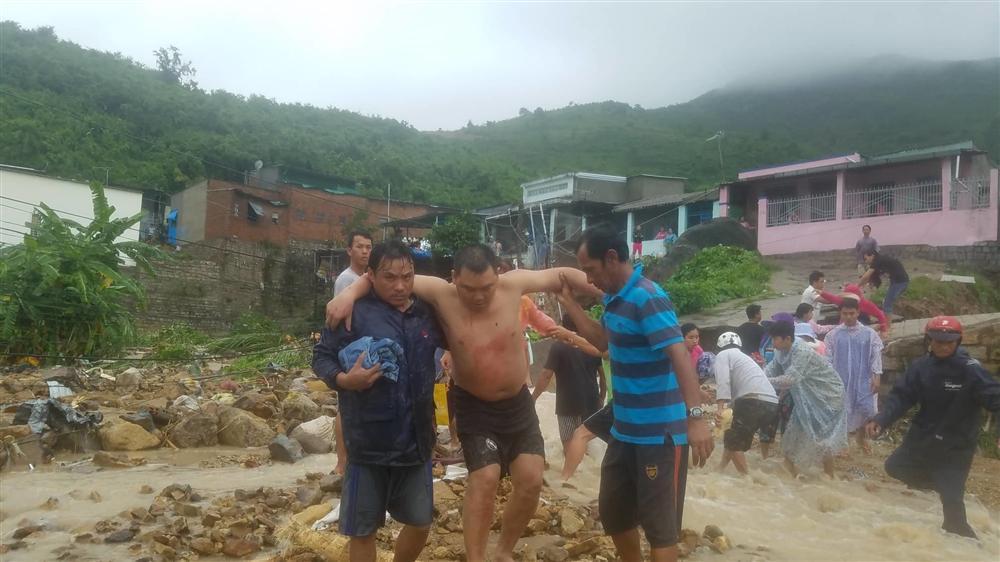 Nha Trang: Sạt lở, sập nhà 5 người chết, nhiều người bị thương-3