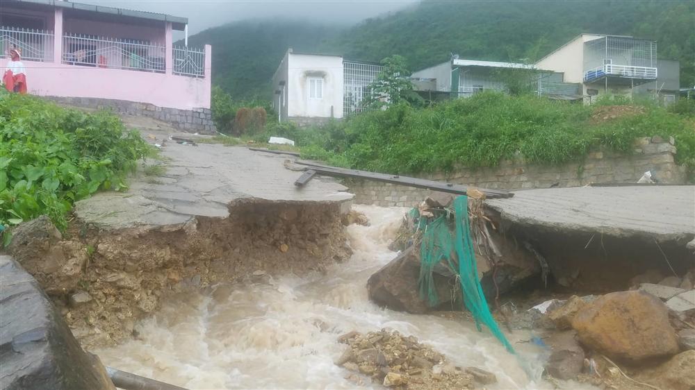 Nha Trang: Sạt lở, sập nhà 5 người chết, nhiều người bị thương-4