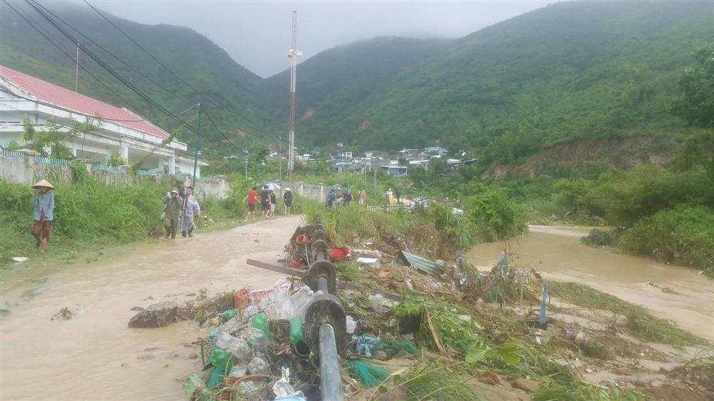 Nha Trang: Sạt lở, sập nhà 5 người chết, nhiều người bị thương-5