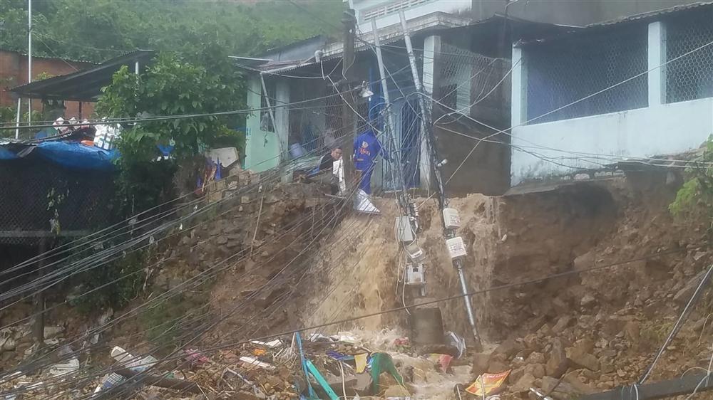 Nha Trang: Sạt lở, sập nhà 5 người chết, nhiều người bị thương-6