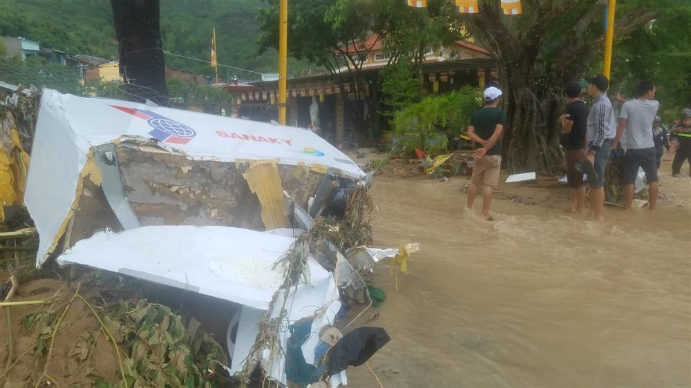 Nha Trang: Sạt lở, sập nhà 5 người chết, nhiều người bị thương-7