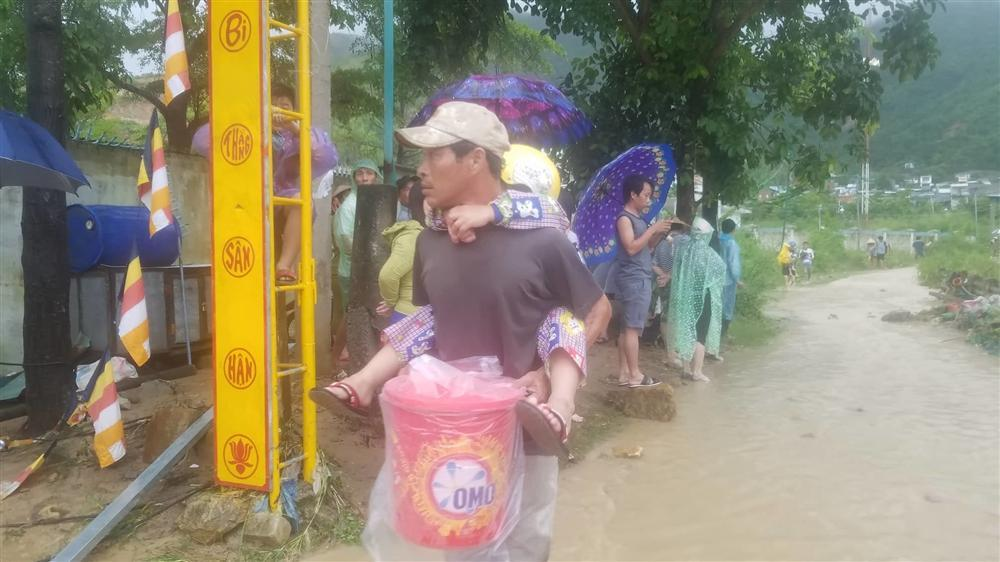 Nha Trang: Sạt lở, sập nhà 5 người chết, nhiều người bị thương-8