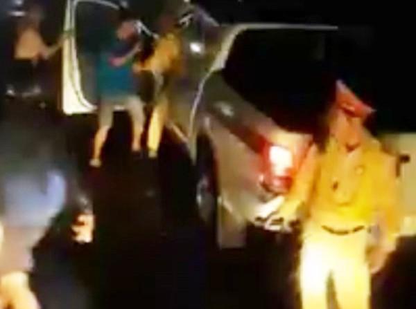 Công an lên tiếng về clip đánh nhau giữa CSGT với người dân-1