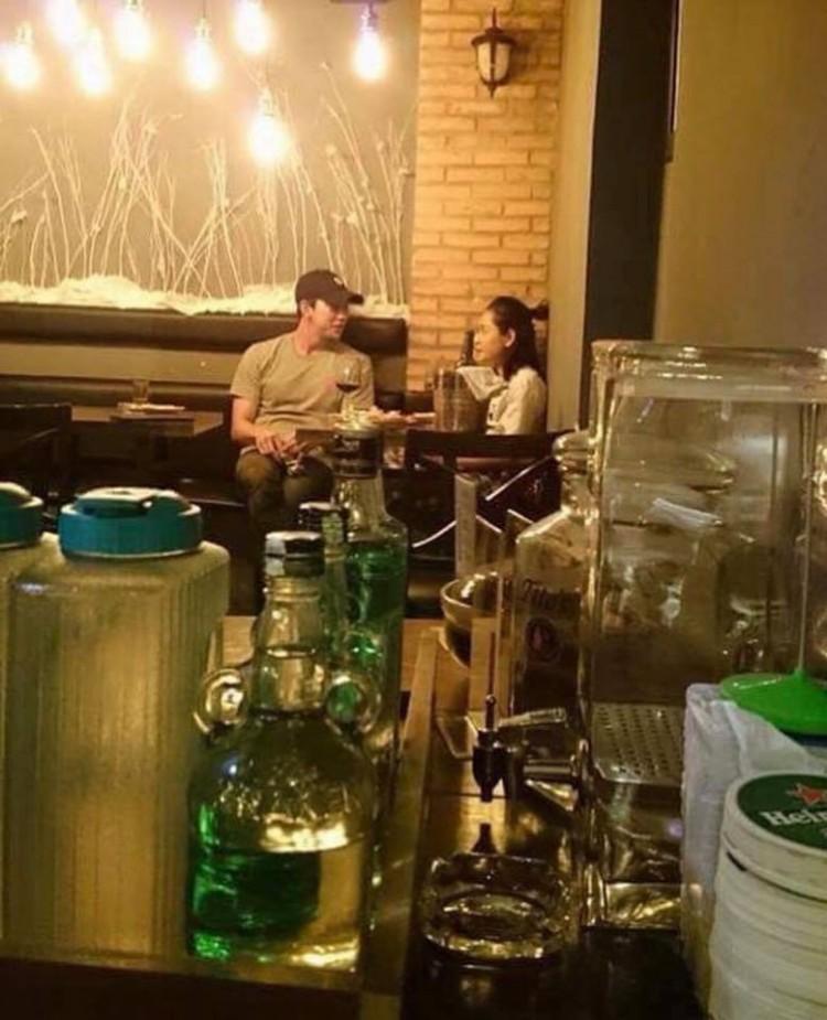 Chi Pu diện đồ thoải mái, sánh đôi cùng Jin Ju Hyung tại Hội An