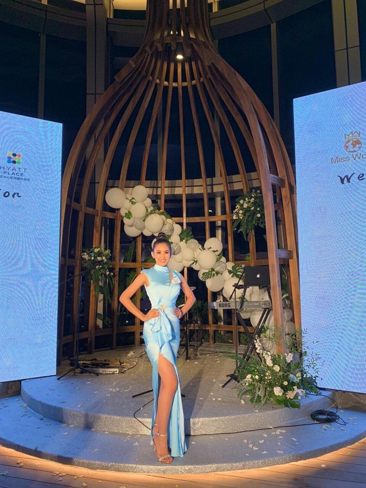 THẬT TUYỆT VỜI: Tiểu Vy đã lọt vào tầm ngắm của bà chủ tịch Miss World nhờ liên tục mặc váy hồng - xanh chuẩn phong thủy-2