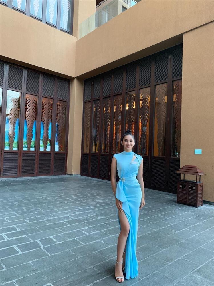 THẬT TUYỆT VỜI: Tiểu Vy đã lọt vào tầm ngắm của bà chủ tịch Miss World nhờ liên tục mặc váy hồng - xanh chuẩn phong thủy-3