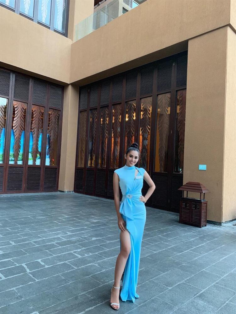 THẬT TUYỆT VỜI: Tiểu Vy đã lọt vào tầm ngắm của bà chủ tịch Miss World nhờ liên tục mặc váy hồng - xanh chuẩn phong thủy-4