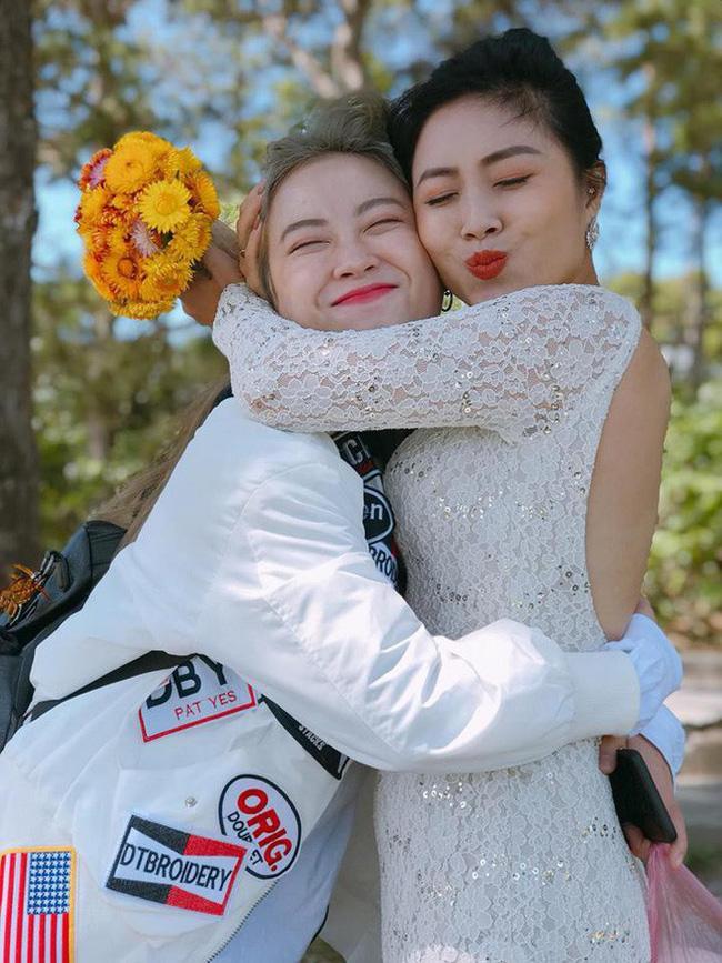 Tạm quên ồn ào tình cảm, MC Hoàng Linh còn gây chú ý khi có em gái sở hữu nhan sắc đẹp tựa hotgirl-2