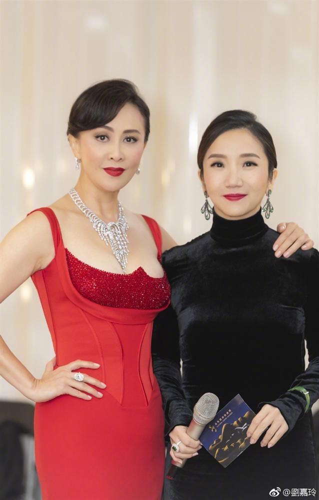 52 tuổi mà Lưu Gia Linh vẫn sở hữu vóc dáng nuột nà, vòng 1 nóng bỏng gái 18 còn thua xa-3
