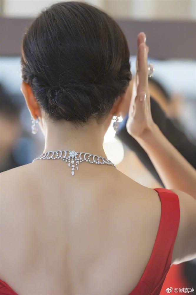 52 tuổi mà Lưu Gia Linh vẫn sở hữu vóc dáng nuột nà, vòng 1 nóng bỏng gái 18 còn thua xa-6
