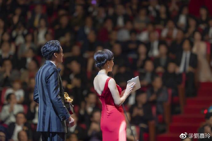 52 tuổi mà Lưu Gia Linh vẫn sở hữu vóc dáng nuột nà, vòng 1 nóng bỏng gái 18 còn thua xa-8