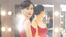 52 tuổi mà Lưu Gia Linh vẫn sở hữu vóc dáng nuột nà, vòng 1 nóng bỏng gái 18 còn thua xa