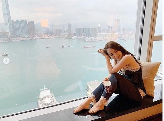 Mai Phương Thúy làm con sen dẫn Quỳnh Nga đi khắp Hong Kong lại còn hào phóng tặng quà trăm triệu-2