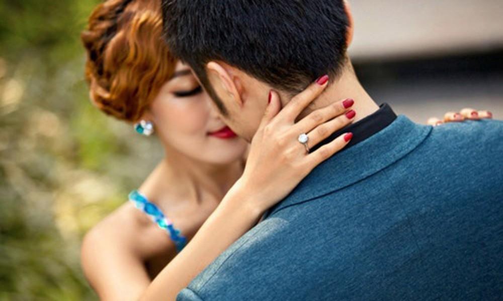 4 vị trí nốt ruồi chứng tỏ đàn bà lẳng lơ dâm loạn, chàng nào lấy làm vợ thì cả đời mất công rình mò-4