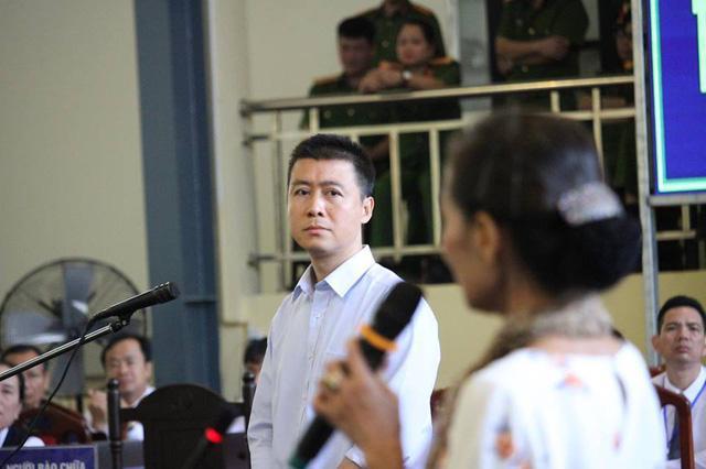 Ông trùm Phan Sào Nam rơi nước mắt khi được nhắc đến 2 con-2