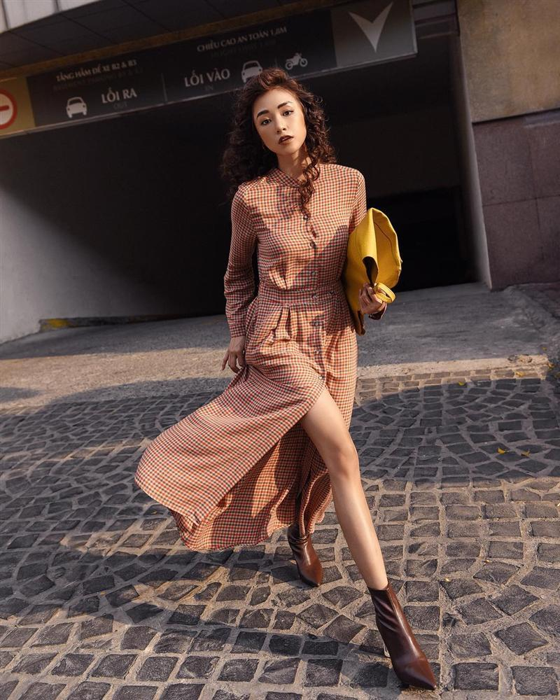 Mặc chị em đón đầu xu hướng với áo sweater đa sắc màu, Chi Pu mát mẻ diện váy rộng thùng thình như bà bầu-10