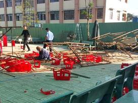 25 học sinh ở Sài Gòn bị thương khi giàn giáo đổ sập ở sân trường