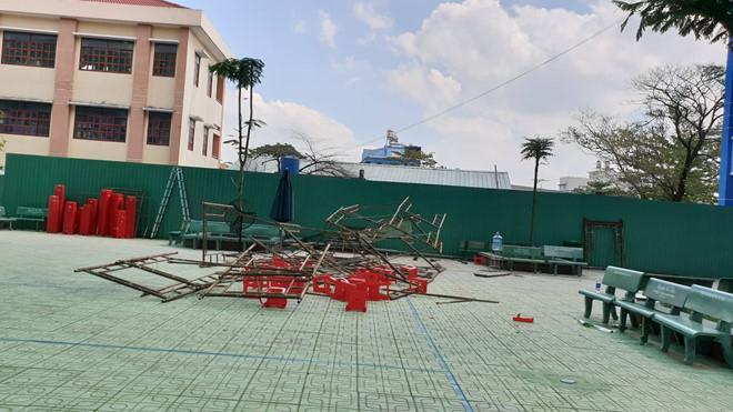 25 học sinh ở Sài Gòn bị thương khi giàn giáo đổ sập ở sân trường-2