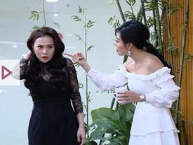 Phương Oanh run rẩy khi Thanh Hương diễn lại cảnh đào tạo 'gái ngành'