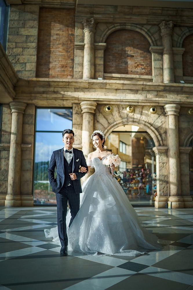Ưng Hoàng Phúc cởi trần khoe hình xăm cực chất trong bộ ảnh cưới cùng bà xã Kim Cương-1