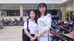 Khi cô giáo quá yêu nghề: Dán hết tên học sinh lên áo dài diện tới trường ngày 20/11 khiến 'cả thế giới' bất ngờ