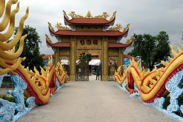 Nam Hoài Linh, Bắc Vượng Râu: Thiên Trường Vọng Phủ rộng hơn 1000m2, rợn người khi bước vào trong-12