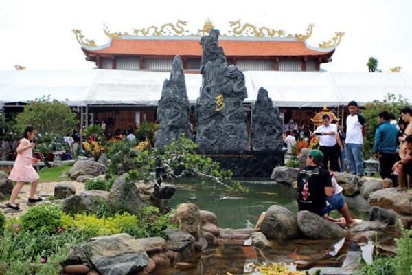 Nam Hoài Linh, Bắc Vượng Râu: Thiên Trường Vọng Phủ rộng hơn 1000m2, rợn người khi bước vào trong-13