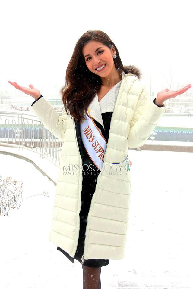 Một mình đứng ở bậc thang thấp nhất, thế mà chiều cao Minh Tú vẫn chặt đẹp dàn thí sinh Miss Supranational 2018-4
