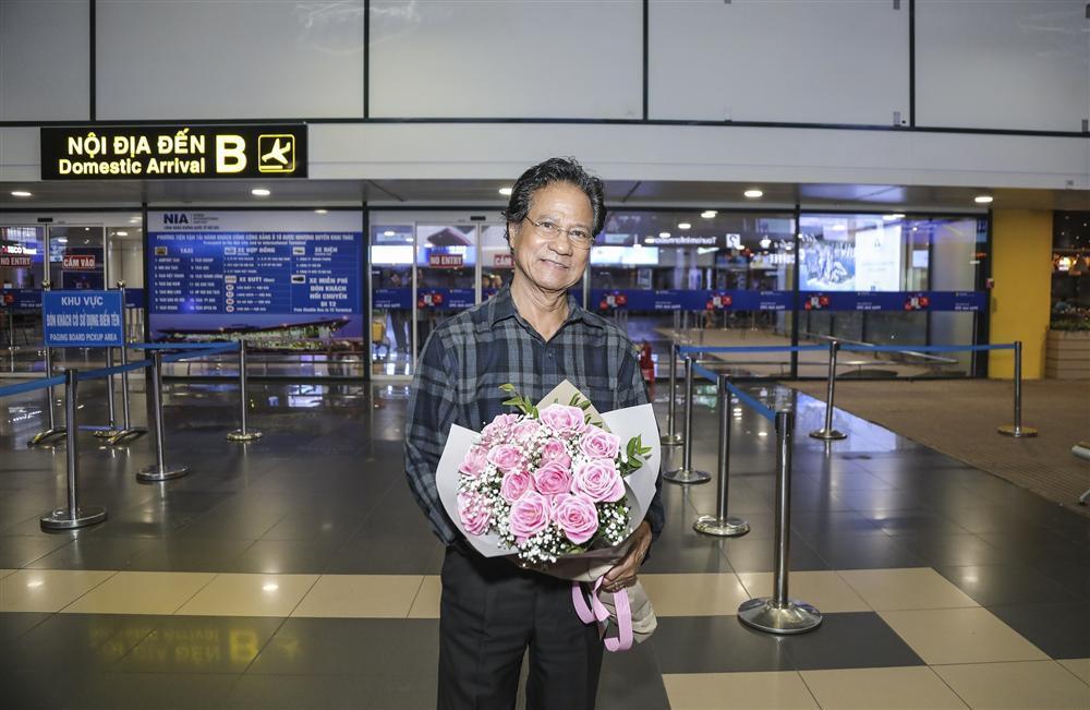 Cụ bà 90 tuổi ra tận sân bay đón phượng hoàng nhạc Vàng, đòi mổ trâu thết đãi Tuấn Vũ-7