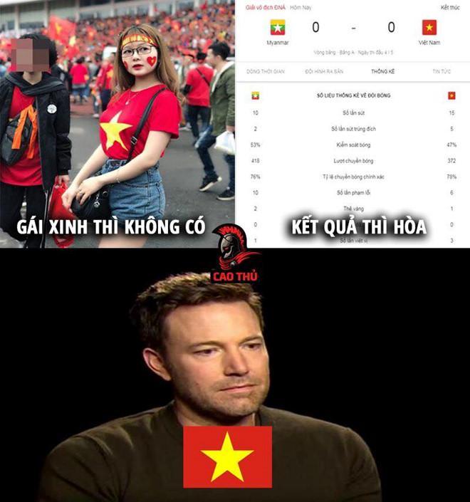 Ảnh chế dân mạng bất bình với trọng tài trận Việt Nam - Myanmar-1
