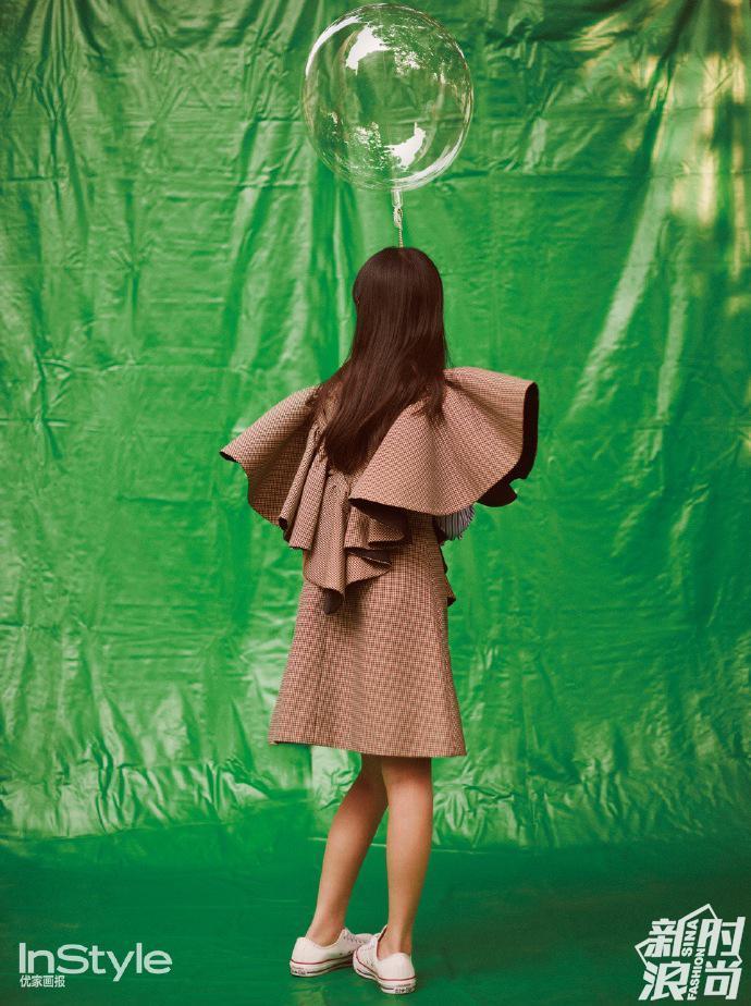 Hở hàm ếch thì sao? Ái nữ nhà Lý Á Bằng - Vương Phi cực kỳ tự tin xuất hiện trên trang bìa tạp chí đấy thôi!-4